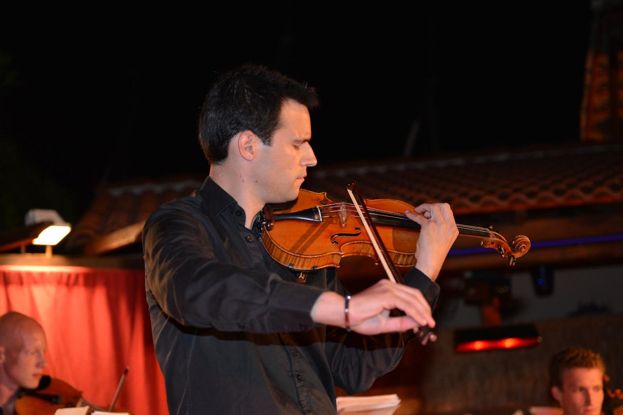 Le beau violoniste du quartier